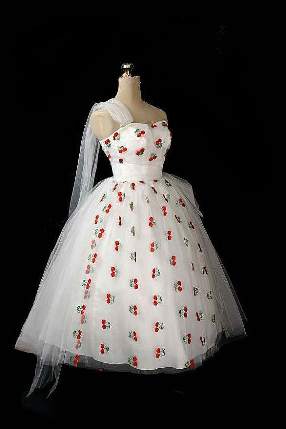Vintage '50s dress with cherry print.  I think I need to have this…