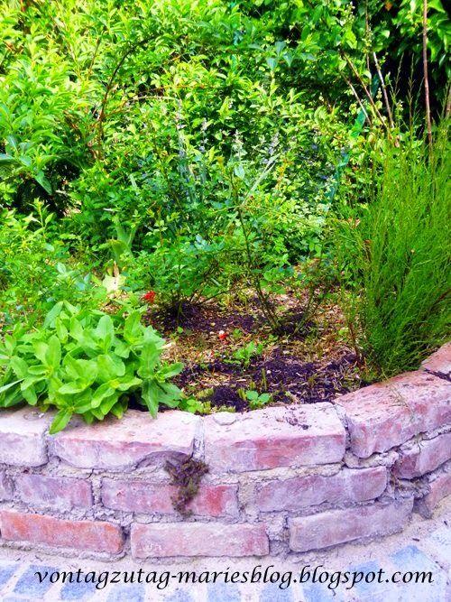@vontagzutagmari Recycling-Ziegelmauer im Garten http://vontagzutag-mariesblog.blogspot.com