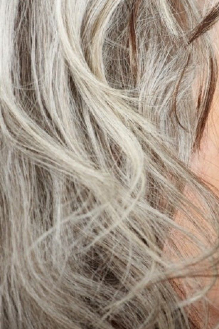 4 Tricks To Help You Go Gray Effortlessly And Confidently