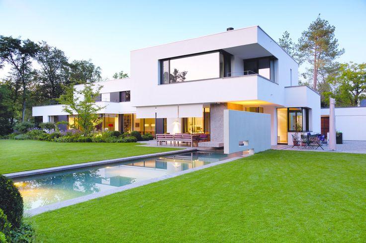 Detaillierte beschreibung des architekturprojekts bauhaus villa in münchen deutschland fertiggestellt kategorie einfamilienhaus