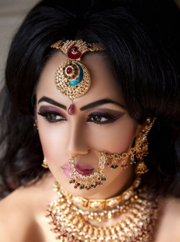 indian wedding hairstyle gallery%0A I love the dark hair  Gold jewelry  perfect eyes