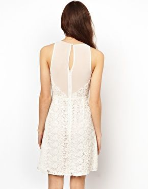 Petites robes blanches dos nu