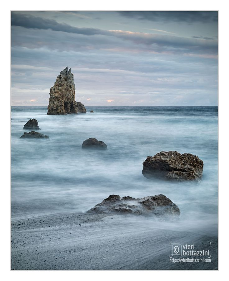 Sitting between Galicia and the Basque Country, the Asturias are home of some of the most beautiful seascapes I have ever seen via @vieribottazzini