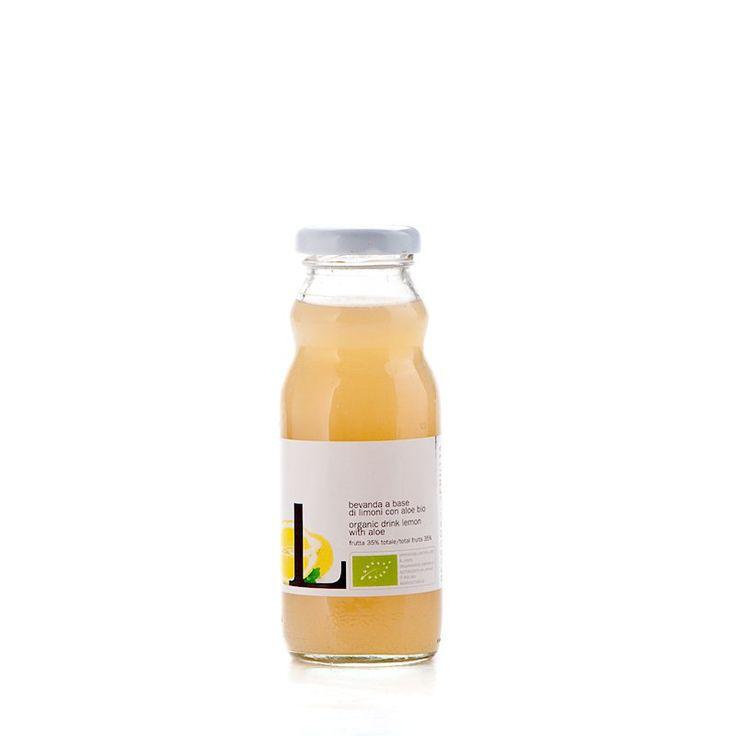SUCCO LIMONE & ALOE •  Confezione da 200 ml 6% DI SCONTO. Il sapore inconfondibile del limone si sposa con il particolarissimo retrogusto dell'aloe, che gli dona una nota raffinata e decisa. Dissetante e perfetto nelle giornate estive da gustare ghiacciato, contiene solo frutta biologica.