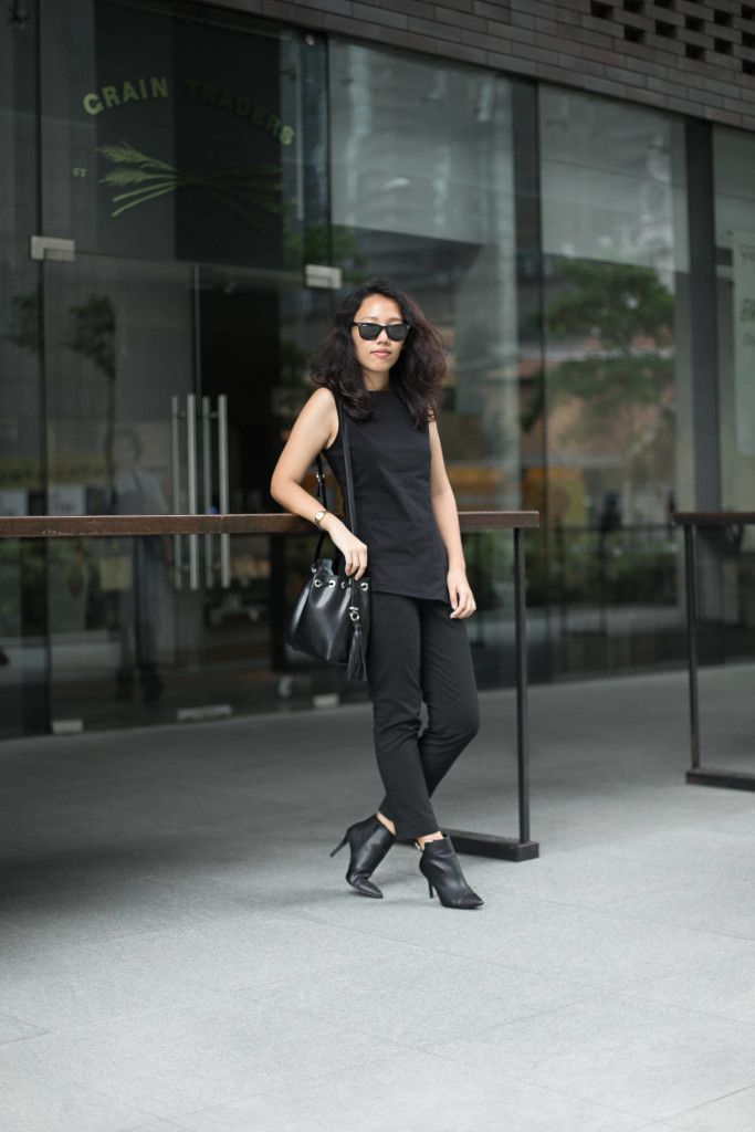 SHENTONISTA: On Her Way. Lydia, Student. Pants from Uniqlo, Bag from ZARA, Boots from Charles & Keith, Sunglasses from Ray Ban. #shentonista #theuniform #singapore #fashion #streetystyle #style #ootd #sgootd #ootdsg #wiwt #popular #people #male #female #womenswear #menswear #sgstyle #cbd #Uniqlo #ZARA #CharlesandKeith #Rayban