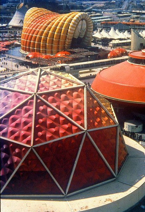 Osaka Expo '70 - Midori-kan(front left), Hitachi group Pavilion(front right) and Fuji group Pavilion(back) カラフルなパビリオン達 美しい
