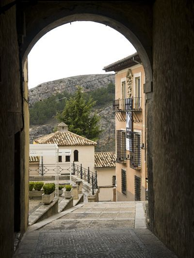 Turismo en Cuenca. Web Oficial de la Oficina Municipal de Turismo del Ayuntamiento de Cuenca, con información turística, hoteles, restaurantes, planos, fotografias, rutas, etc.