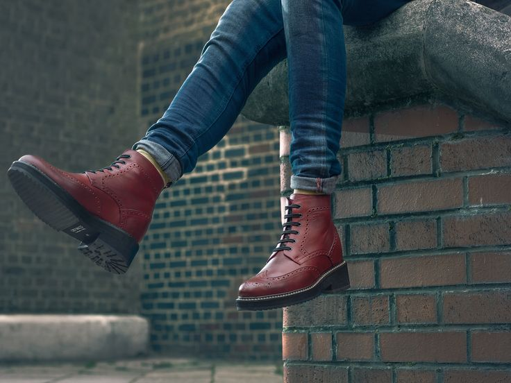 Sempre più in alto con gli stivali rialzati Guidomaggi.   Foto by Tommy Napolitano