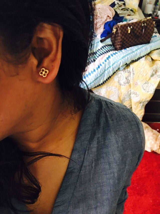 LV flower full earrings 😍😍