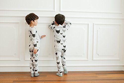 CAT MASK   JONGENS PYJAMA   MAAT 80-110  LICHT BLAUW   €17.95   Stoere, hippe jongenspyjama gemaakt van 100% katoen. De pyjama is een tweedelige set waarvan de broek voorzien is met een elastische band. De zachte stof is rekbaar, ademt goed door en is van hoge kwaliteit. ♦ Wassen op 30 graden, om de kwaliteit van de pyjama zo goed mogelijk te behouden, liever niet in de droger Materiaal: 100% katoen #jongenspyjama #pyjama #babypyjama #boysonly #stoerepyjama