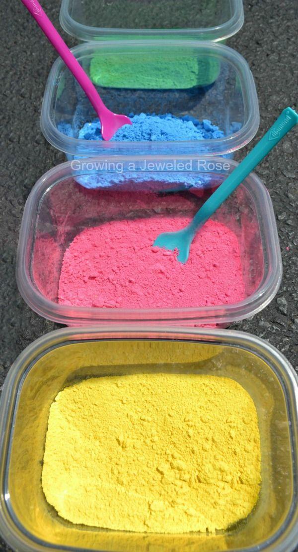Haga su propia pintura en polvo por sólo un dólar!  Hay tantas maneras de usar este polvo casero en artes, manualidades, recetas, jugar y juego sensorial!