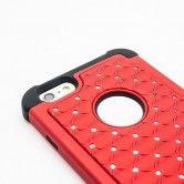 64 glänzende Diamantimitate machen dieses Case von Elfenstaub zum brillianten Begleiter. Im Inneren bettet es dein iPhone sicher in einer weichen Einlegemembran und schützt zuverlässig.