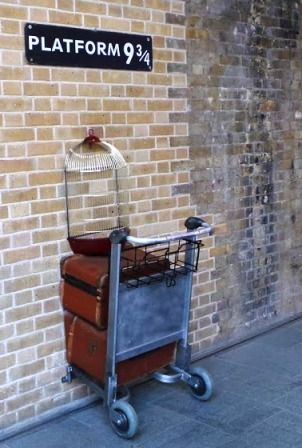 If you are a Harry Potter fan, than there's a great news for you! The Platform 9¾ actually exists!!