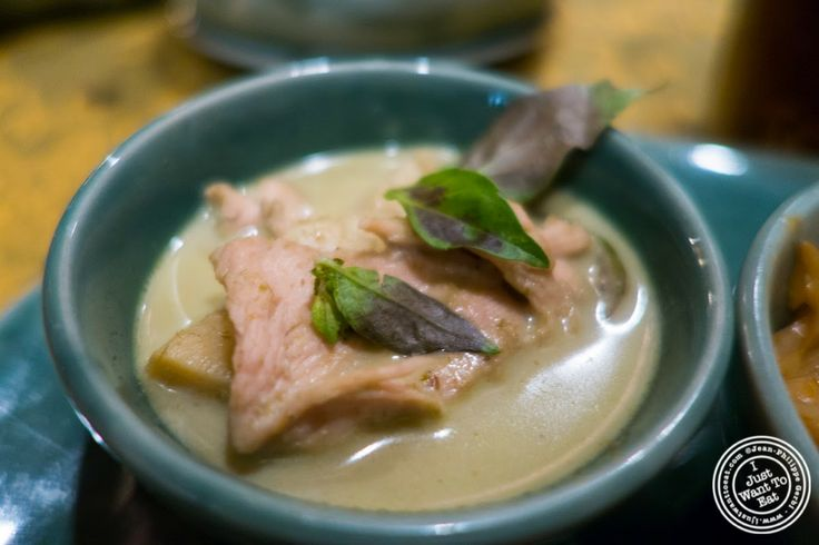 image of Kaeng Kheow Waan Kai or chicken cooked in Thai curry, The Spice Route at the Imperial Hotel in Delhi, India