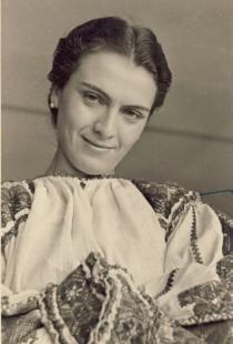Maria Tanase wearing traditional dress and no make-up