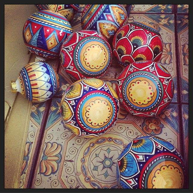 #sberna #art #pottery #ceramics #deruta #madeinitaly #love #handmade #drawing #handpainted #handcraft #colours #mix #ball #peacock #tail #tile #fantasy