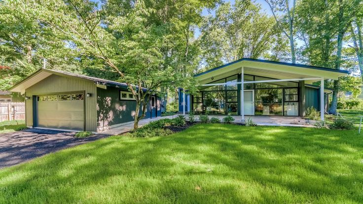 Located in an enclave of midcentury homes in Morristown, New Jersey, the bungalow features a simple post-and-beam construction and a bright, open-plan layout.