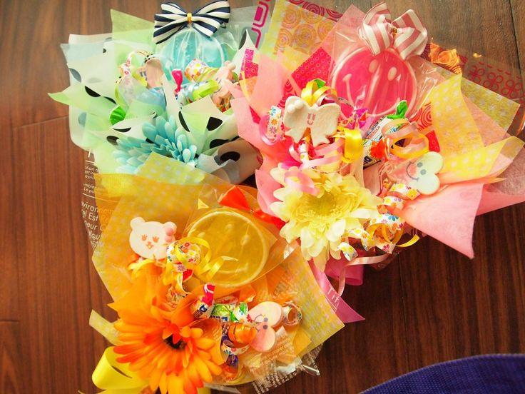 北海道北見市  持ち込みラッピング&お菓子の花束キャンディブーケおむつケーキの作成販売  ウエディング会場装飾、アーティフィシャルフラワーオーダー花かんむり作成の  セレクトショップWHOOPIE(ウーピー)デザイナーの前畑ですっ      先日新入りで入荷したこちら    スマイルニコちゃんキャンディ♡  これを使ってなにつくろ〜っと作った  2017新作キャンディブーケがこちら    オリジナ