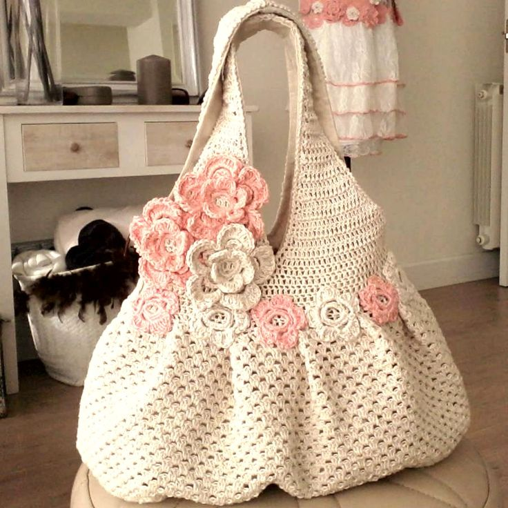 BOLSO CROCHET. | Per pinner: No pattern, but easy to decode the pattern from the picture. A bit of guessing as to how the bottom is made. I'm guessing oval shape and then increase until desired size is reached