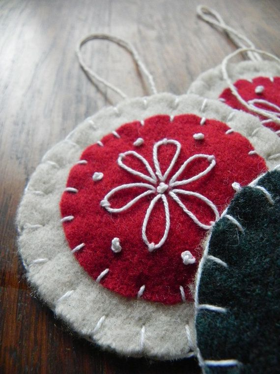 Fieltro en lana bordado escandinavo adornos por Scissaroo en Etsy