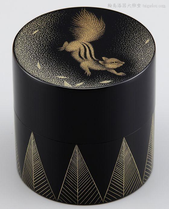棗・リス沈金は、輪島ならではの加飾の技・沈金で愛らしいリスを彫った棗
