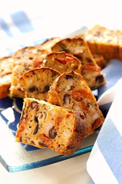 Cake salé : 10 recettes à déguster en apéritif - Pour l'apéritif, parmi les délicieuses gourmandises que l'on peut déguster, on aime tout particulièrement les cakes salés. Déclinable à volonté, aux légumes, aux dés de jambon, aux fromages ou aux ...