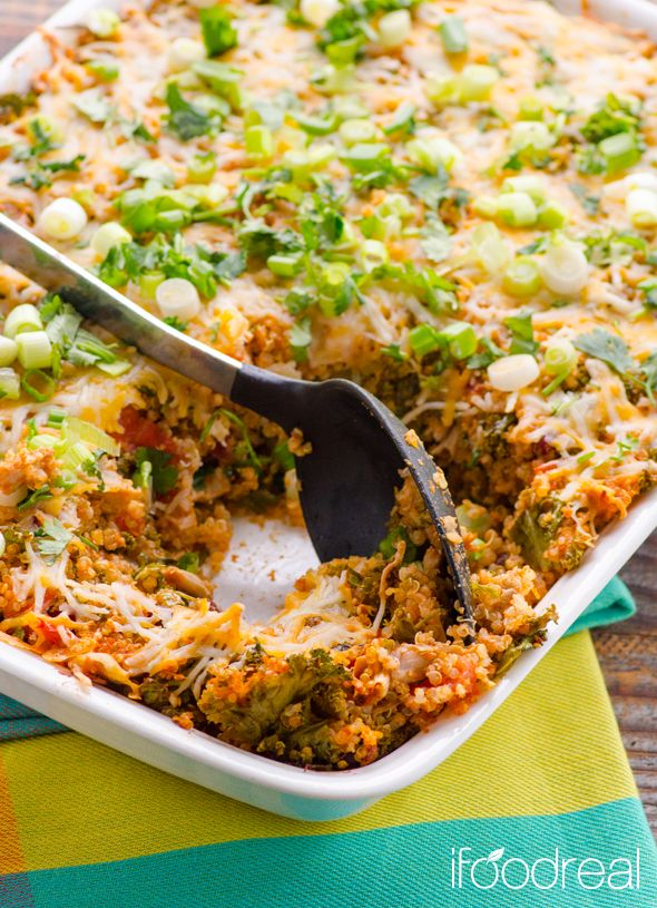 Clean Chili Chicken, Kale & Quinoa Casserole - healthy, no pre-cooking quinoa casserole but with all the flavours of chili. Great way to use the leftovers and many staple items. Recipe from iFOODreal.
