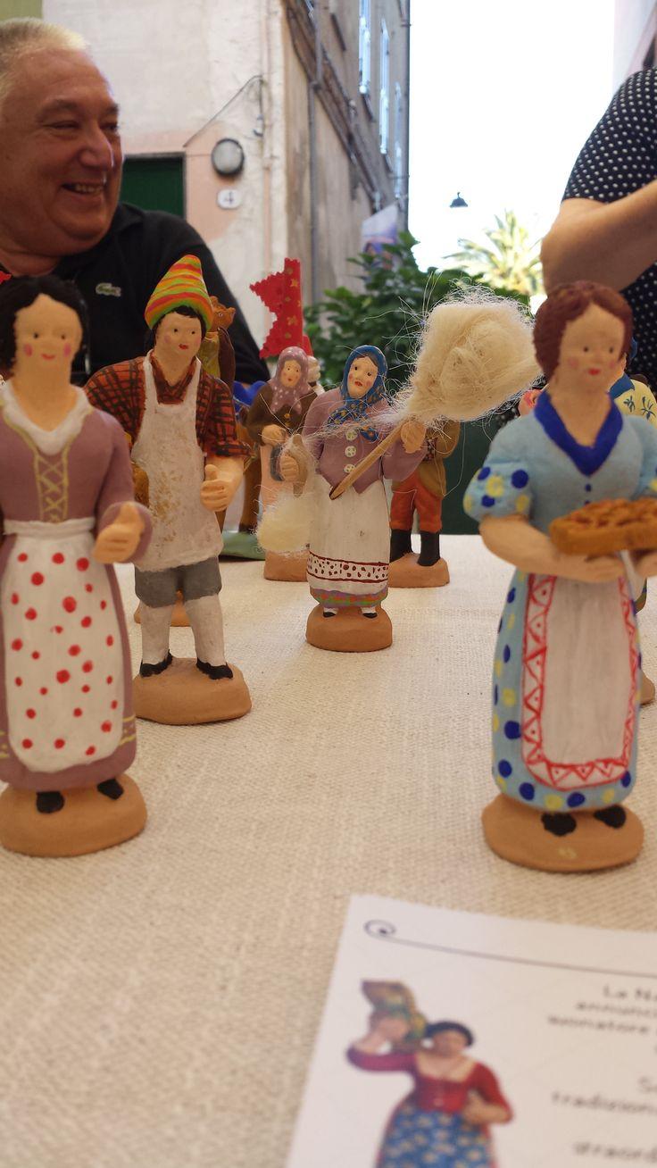 Le figurine di Macachi LAB e sullo sfondo, Nanni Basso, erede della tradizione dei figulinai. Albissola Magna - 18 luglio 2014