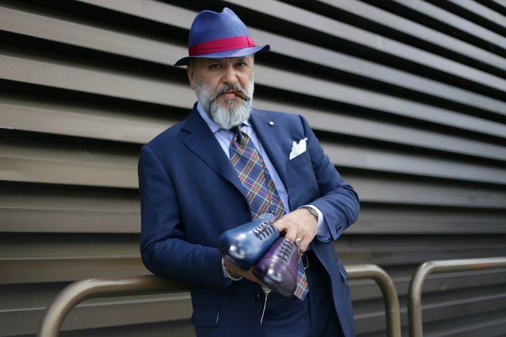 Gianni Fontana holding Carlos Santos
