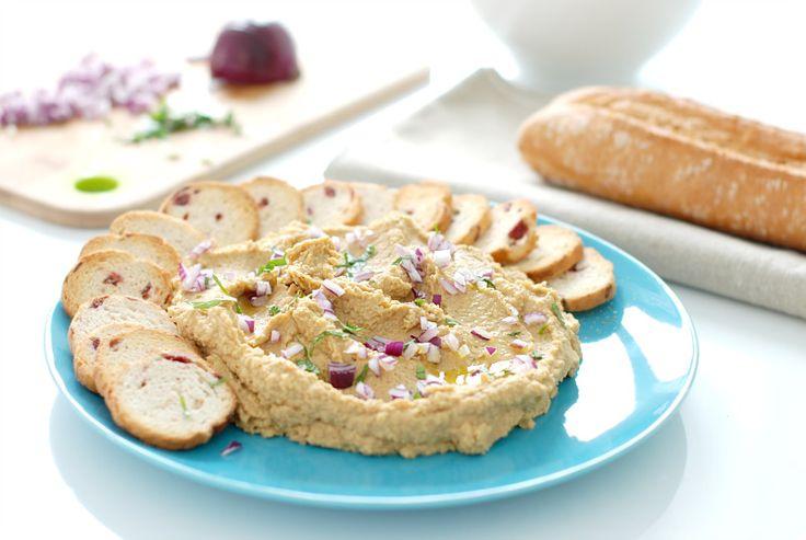 Receta de Hummus de lentejas con Thermomix. Solo tendrás que triturar todos los ingredientes al mismo tiempo y acompañar de pan.
