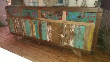 Dressoir gemaakt van oude vissersboten