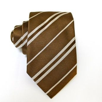 Jacquard tie, 100% silk, brown with oblique white stripes. Ideal for less formal occasions but also special occasions. Pattern and color of this elegant tie can fit with any outfit.