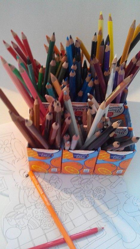 Recyclen drinkpakjes tot handige sorteerdoos, potloden per kleur bijvoorbeeld