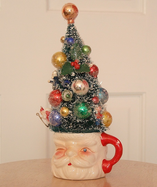 Vintage Winking Santa Mug with Bottle Brush Tree ... I have this mug ... Now to build a tree .... Maybe crochet one