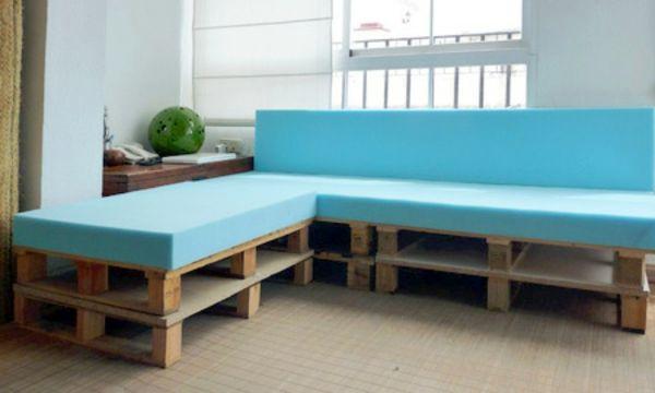 DIY Möbel aus Europaletten – 101 Bastelideen für Holzpaletten - DIY Möbel aus Europaletten bunt platten sofa