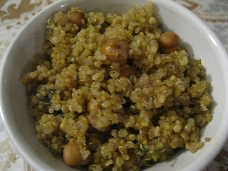 Quinoa Chickpea Pilaf #vegan #vegetarian #MeatlessMonday #quinoa # ...