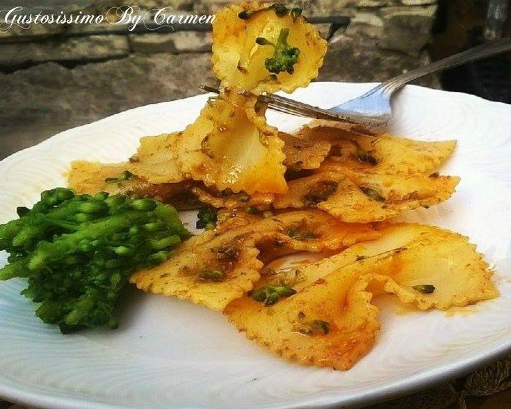 Avete presente la famosa pasta e broccoli che tanto ci piace e soprattutto mi piace? Bene! Questa è una rivisitazione che ha come ingrediente principale non solo le cime dei broccoletti ma anche l'olio rosso.
