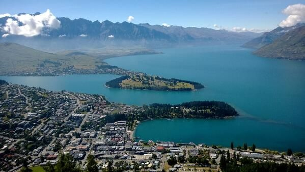 @RandomNonsensic Falling in love with #Queenstown @Pure New Zealand
