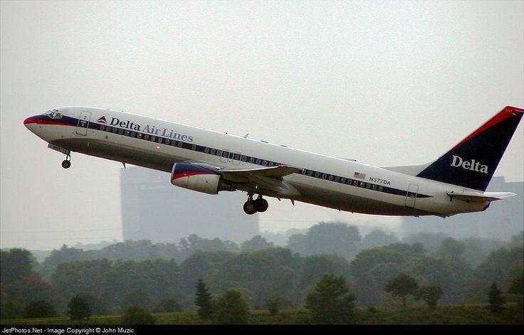 Boeing 737-832, Delta Air Lines, N377DA, cn 29625/264, 160 passengers, first flight 20.4.1999, Delta delivered 10.5.1999. Active, for example 7.10.2016 flight Detroit - Las Vegas. Foto: Minneapolis, USA, 28.9.2002.