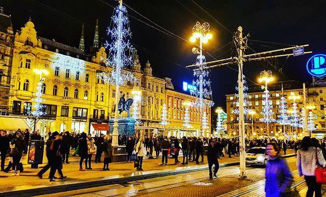 Christmas feeling in Zagreb, Croatia... ❄ . . . . . . . #zagreb #croatia #europe #hrvatska #bozic #trg #christmas #christmaslights #gifts #croatiafulloflife #people #life #beauty #photo #gallery #spirit #like #holiday #vacation #instapic #instadaily #repost #city #grad #photography