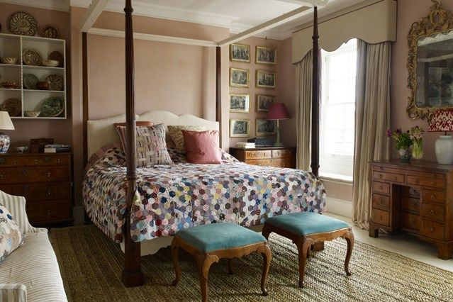 Four Poster Bed Antique Patchwork Quilt - Bedroom Decorating Ideas (houseandgarden.co.uk)