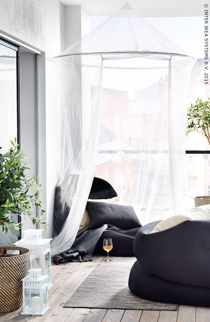 Van balkon tot ontspanningsoord. Relaxzetel RISÖ #IKEA #zomer #tuin #terras #zitmeubelen