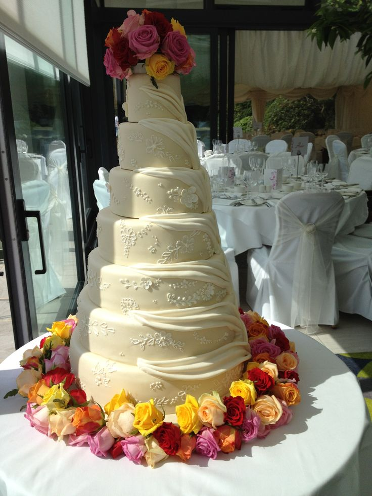 Wedding cake decorated in Roses