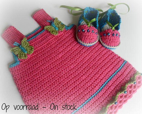 Hoi! Ik heb een geweldige listing op Etsy gevonden: https://www.etsy.com/nl/listing/540574464/gehaakte-baby-set-jurk-espadrilles