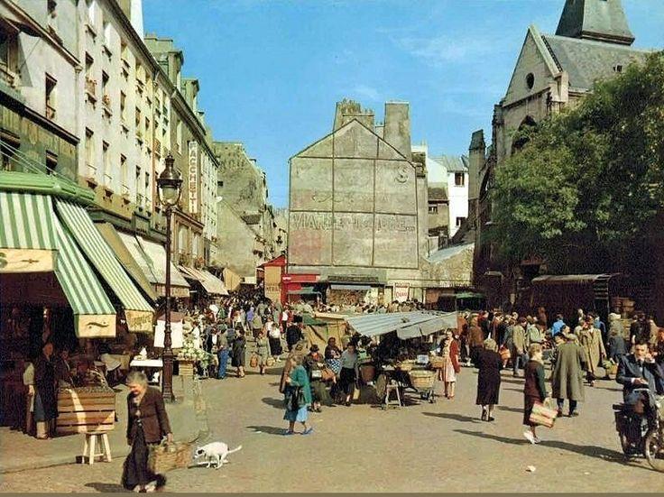 Le bas de la rue Mouffetard en avril 1955  (Paris 5ème).