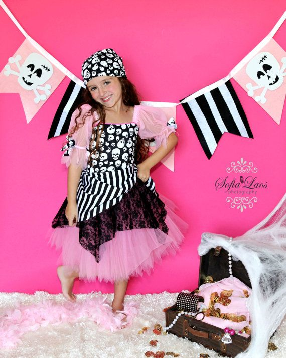 Pirate costume Pink  Pirate tutu. This would be a cute idea for my girls. @Alisia Hunt