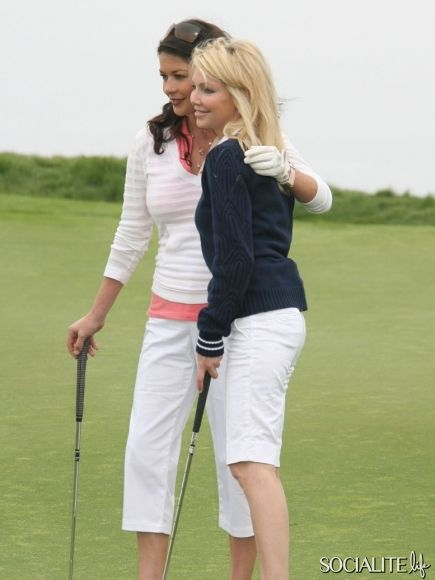 Catherine Zeta-Jones And Heather Locklear: Celebrities On The Golf Course / 7