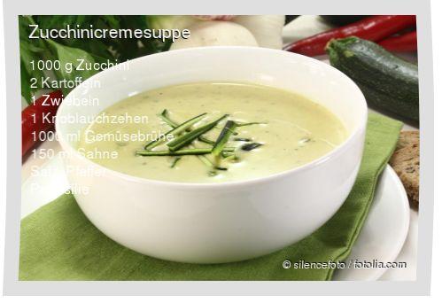 Leckeres Zucchinicremesuppe Rezept mit einfacher Schritt-für-Schritt-Anleitung: Kartoffeln und Zucchinis schälen , Kartoffeln, Zucchinis und Zwiebeln w�...