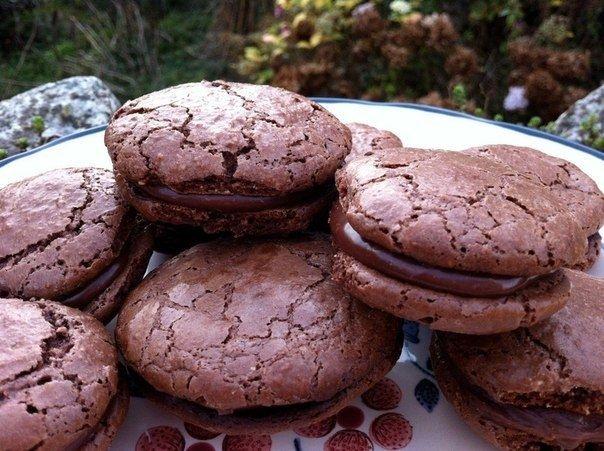 Фото к рецепту: Шоколадные макаруны