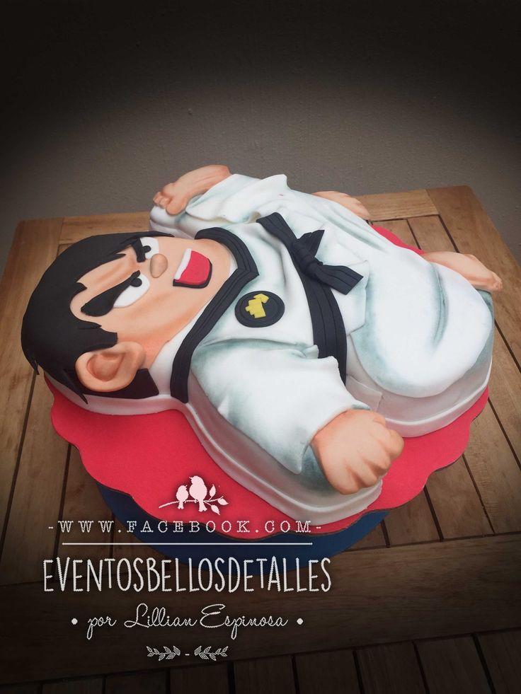 Karate party, karate fondant cake.  Pastel de karateca decorado con fondant .   Visita mi página :   http://www.facebook.com/eventosbellosdetalles